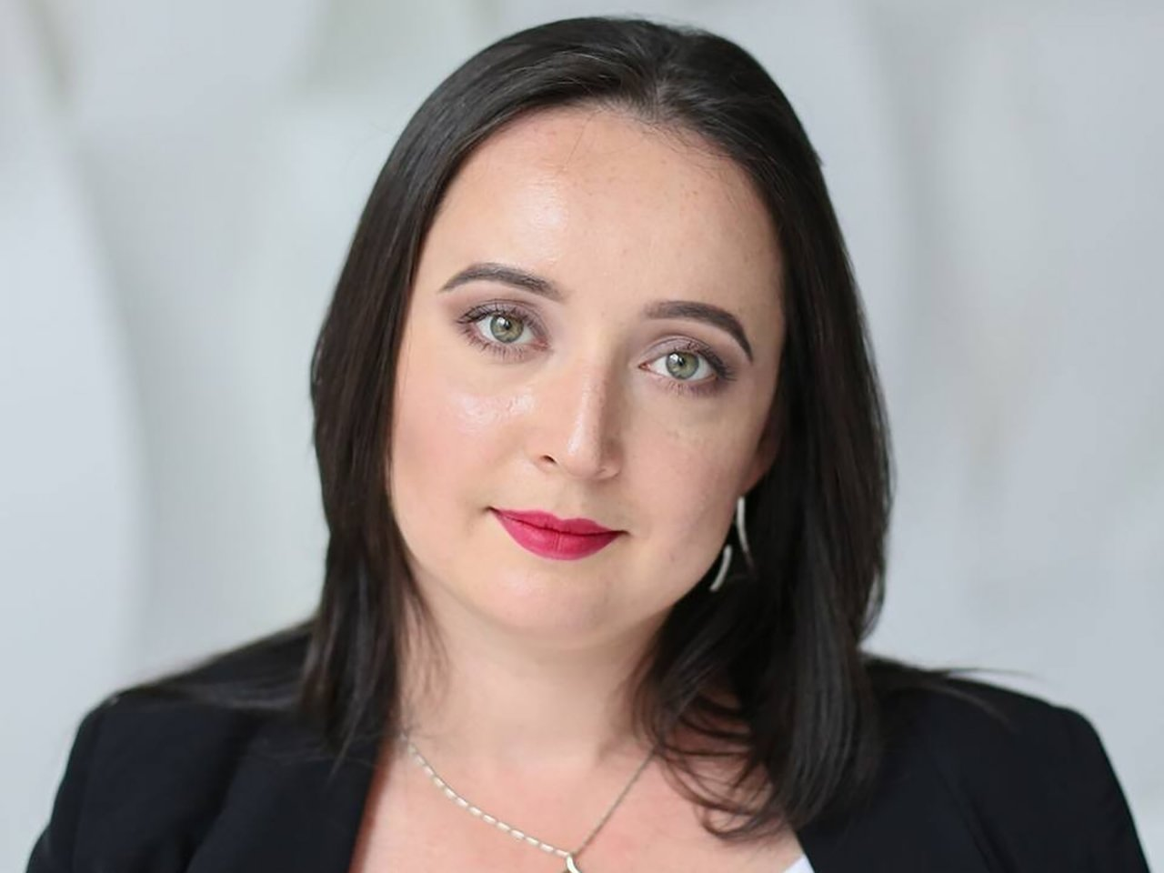 Запись лекции «Убей или будь убитой: почему женщин сажают за самооборону». Лектор — Мари Давтян